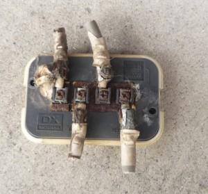 水入りで錆びた分配器